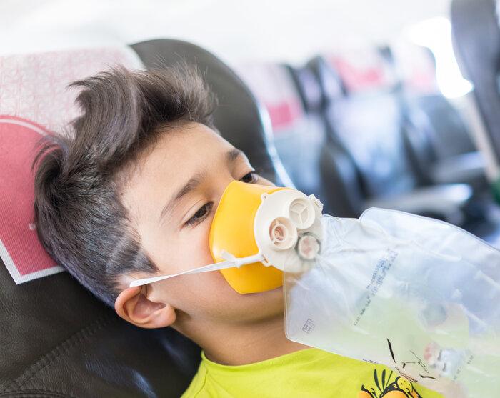 Путешествие самолетом с кислородным баллончиком